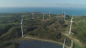 Солнечная ферма с ветрянками Филиппины, Лусон акции видеоматериалы