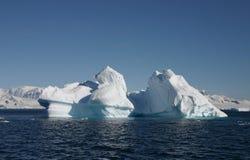 солнечний свет ландшафта айсберга Стоковые Изображения