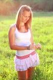 солнечний свет окружил детенышей женщины Стоковые Фото