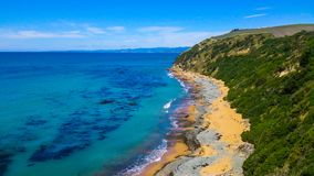 Солнечное прибрежное в Новой Зеландии стоковые фотографии rf