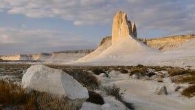 Солнечное утро в белом каменистом меловом каньоне слайдера 4K Kasakhstan видеоматериал