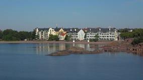 Солнечное утро в июле в современном городе Hanko Финляндия видеоматериал