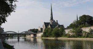 Солнечное утро грандиозным рекой в Кембридже, Канада 4K сток-видео