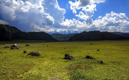 Солнечные горы дня Стоковая Фотография