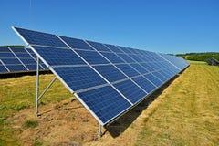 Солнечные коллекторы для электричества Стоковое Фото