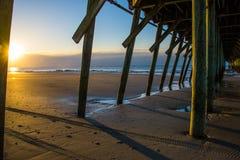 Солнечные лучи и тени под пристанью рыбной ловли стоковое фото rf