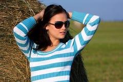 солнечные очки девушки стоковое изображение