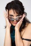 солнечные очки красивейшей девушки счастливые Стоковое Изображение RF