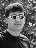 солнечные очки человека молодые стоковые изображения rf