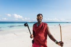 Солнечные очки чернокожего человека нося, рядом с океаном, Занзибар Стоковые Изображения