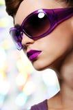 солнечные очки девушки способа Стоковое Фото