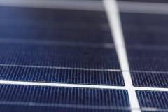 Солнечные термальные индикаторные панели Много компаний устанавливают источники энергии способные к возрождению для уменьшения их Стоковая Фотография RF