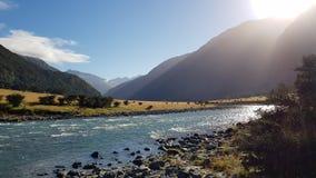 Солнечный день в горах стоковое изображение rf