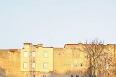 Солнечный день в старом городке Стоковые Изображения
