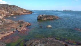Солнечный день на береге полуострова Hanko Южная Финляндия акции видеоматериалы