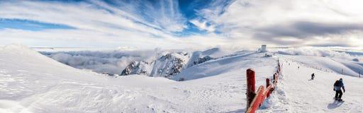 Солнечный день на верхней части горы Helmos Стоковые Изображения