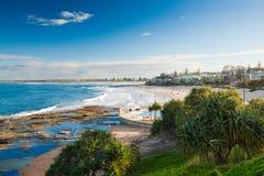 Солнечный день на королях Пляже Calundra, Квинсленд, Австралии Стоковое Изображение