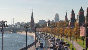 Солнечный залив Кремль Timelaps реки Москвы летнего дня сток-видео