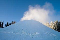 Солнечный зимний день в Bukovel Украина Карпаты стоковые изображения