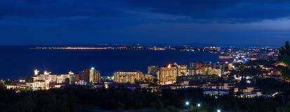 СОЛНЕЧНЫЙ ПЛЯЖ, БОЛГАРИЯ - 23-ье сентября 2017: Панорамный взгляд Nessebar и солнечного пляжа Стоковое Фото