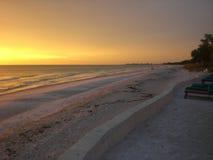 солнце вечера пляжа Стоковые Фото