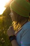солнце девушки луча счастливое вниз Стоковое фото RF