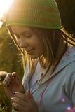 солнце девушки счастливое вниз Стоковые Фотографии RF
