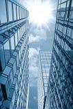 солнце здания стеклянное вниз Стоковая Фотография RF