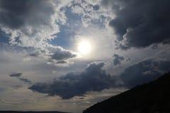 Солнце и облака стоковые фотографии rf