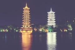 Солнце и пагоды башни луны в Guilin, Китае Стоковые Изображения
