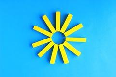 Солнце на голубом небе, предпосылка лета стоковая фотография