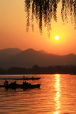 солнце озера установленное Стоковая Фотография