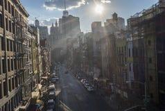 Солнце освещает город стоковые изображения