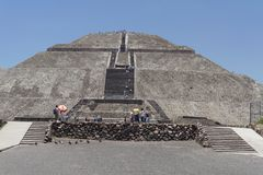 солнце пирамидки teotihuacan Стоковая Фотография