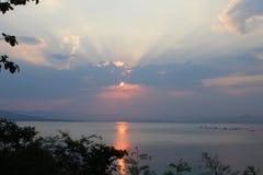 Солнце устанавливает стоковое изображение rf