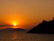 солнце Эгейского моря установленное Стоковая Фотография