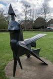 СОЛСБЕРИ, WILTSHIRE/UK - 21-ОЕ МАРТА: Идя статуя женщины Lyn стоковые фотографии rf