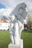 СОЛСБЕРИ, WILTSHIRE/UK - 21-ОЕ МАРТА: Скульптура сработанности ангелов мимо Стоковое Изображение