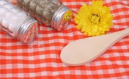 Соль и перец стоковая фотография