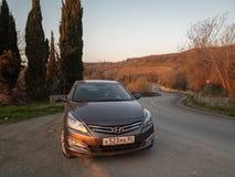 Солярис Hyundai автомобиля припаркован в природе Акцент Giad/Hyundai Avega/Brio Hyundai/додж Verna стоковые изображения rf