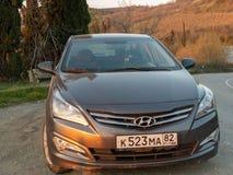 Солярис Hyundai автомобиля припаркован в природе Акцент Giad/Hyundai Avega/Brio Hyundai/додж Verna стоковые изображения