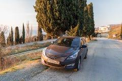 Солярис Hyundai автомобиля припаркован в природе Акцент Giad/Hyundai Avega/Brio Hyundai/додж Verna стоковые фотографии rf