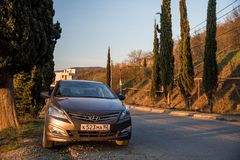 Солярис Hyundai автомобиля припаркован в природе Акцент Giad/Hyundai Avega/Brio Hyundai/додж Verna стоковое фото