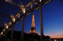 Сонная Эйфелева башня в Париже Стоковые Изображения RF