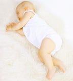 Сон младенца в кровати Стоковое Изображение