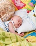 сон луны младенца играет главные роли желтый цвет Стоковое Изображение