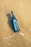 сообщение бутылки стоковое изображение