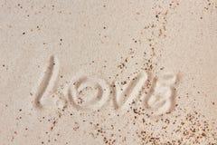 Сообщение влюбленности в песке стоковые фото