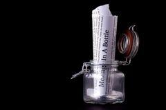 Сообщение в концепции бутылки Стоковые Фото