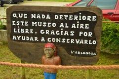 Сообщение гоблина на трассе Encantau Camin в совете Llanes Природа, перемещение, ландшафты, леса, фантазия стоковое изображение